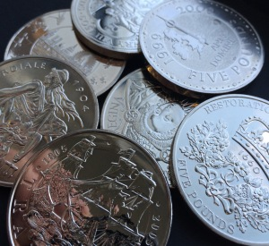 c2a35 coins pile - Why you should be collecting £5 Coins
