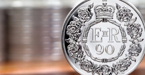 1,000 lucky collectors have the chance to own the UK £5 for its face value - £5 for £5